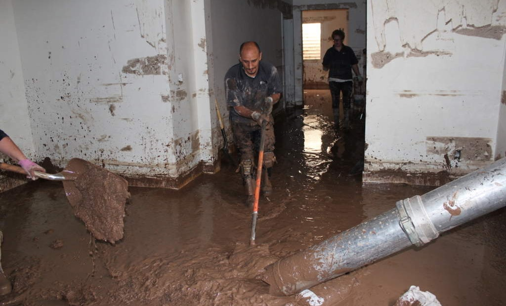 Advice for In-Home Cleanup of Sewage Spills and Flooding