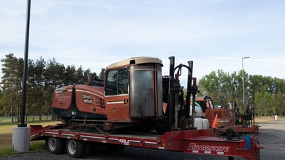 Selecting the Right Trailer for Hauling Heavy Equipment
