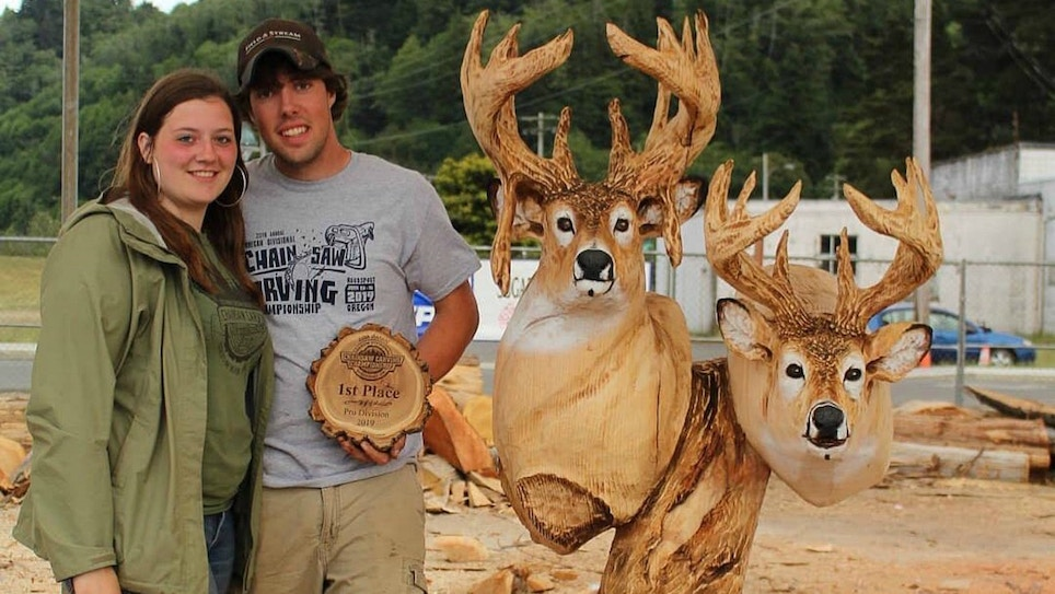 Chainsaw Carving of Whitetail Bucks Wins Championship
