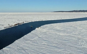 Hundreds of Russian Anglers Stranded on Runaway Ice Floe