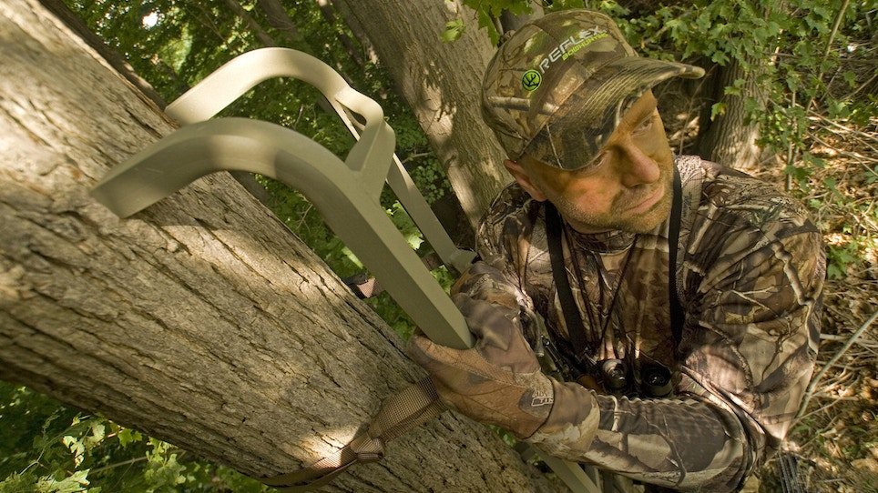MLB coach Ned Yost falls from treestand