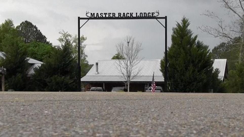 Hunting at Alabama's Master Rack Lodge