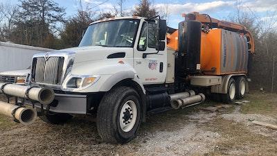 2002 Vacuum Truck 01 210222 223743