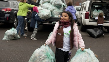 Girl Scouts clean up Midwest communities
