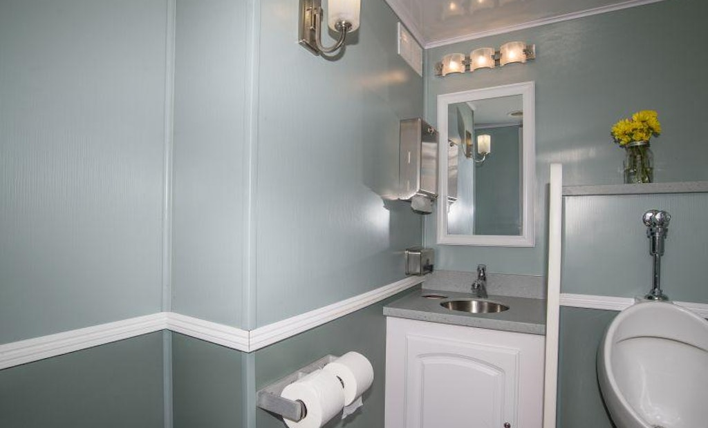 5 Tips for Renting a New Restroom Trailer
