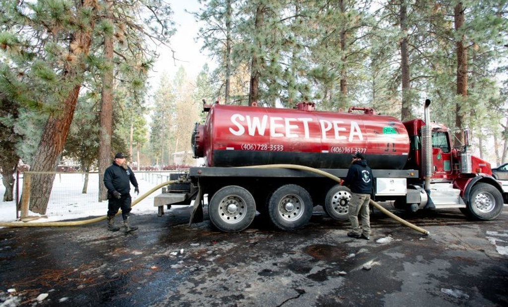 Trash-Screening Units Reduce Spreading Costs for Montana Pumper